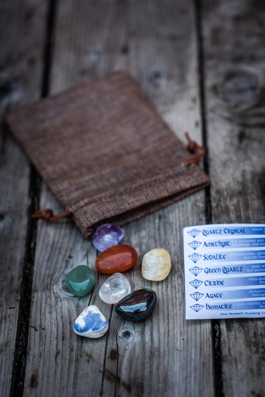 Chakra kivet kangaspussissa 7kpl