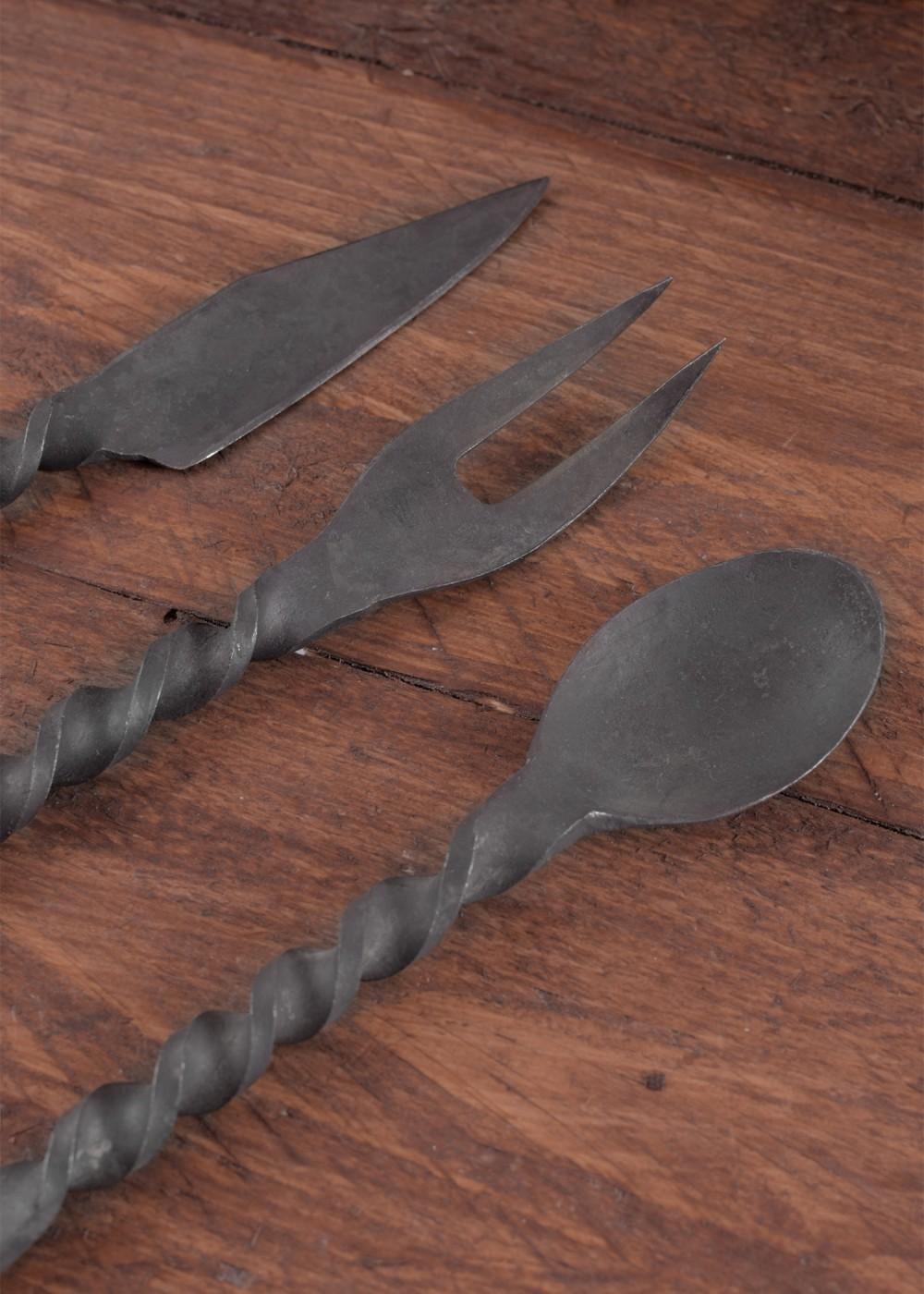 Aterimet takorautaa lusikka haarukka veitsi, ei pussukkaa