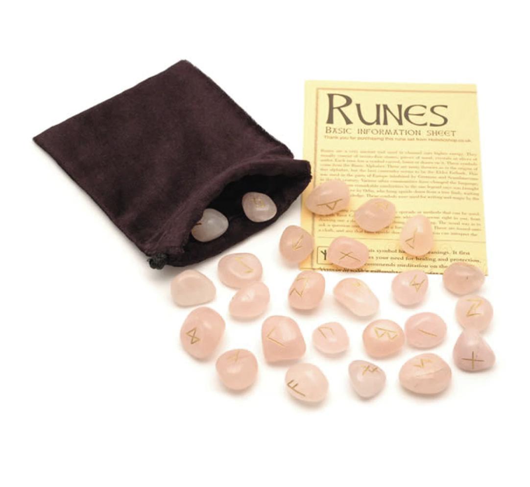 Crystal Rune Stones - Rose Quartz, punaisessa pussissa