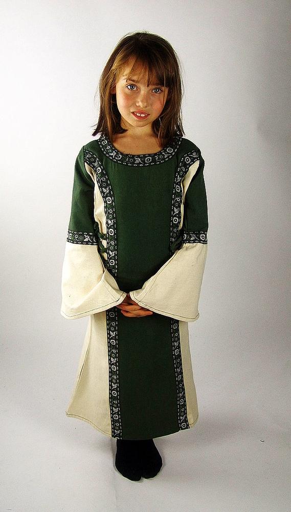 Helena pikkuprinsessan mekko