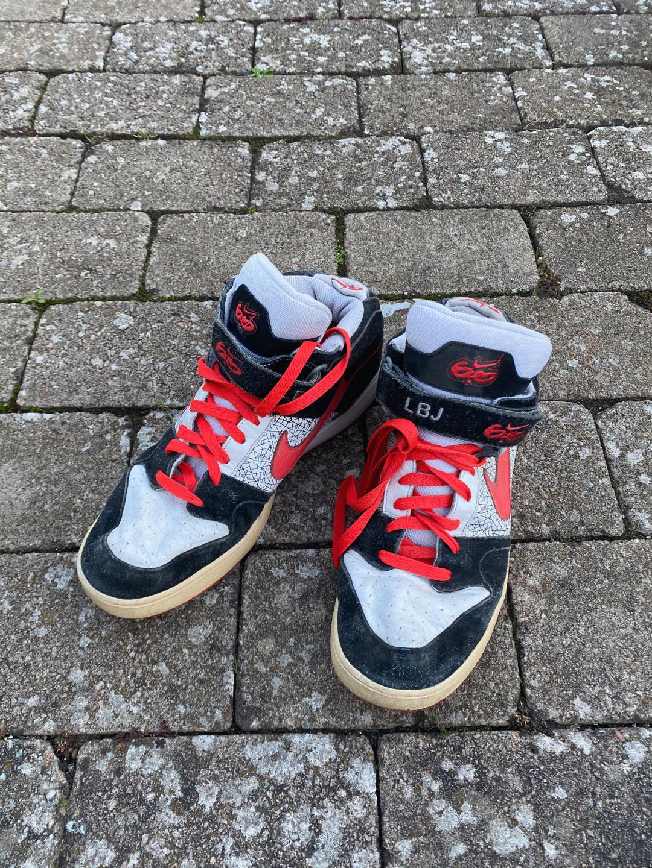 Vintage 90s Nike Sneakers