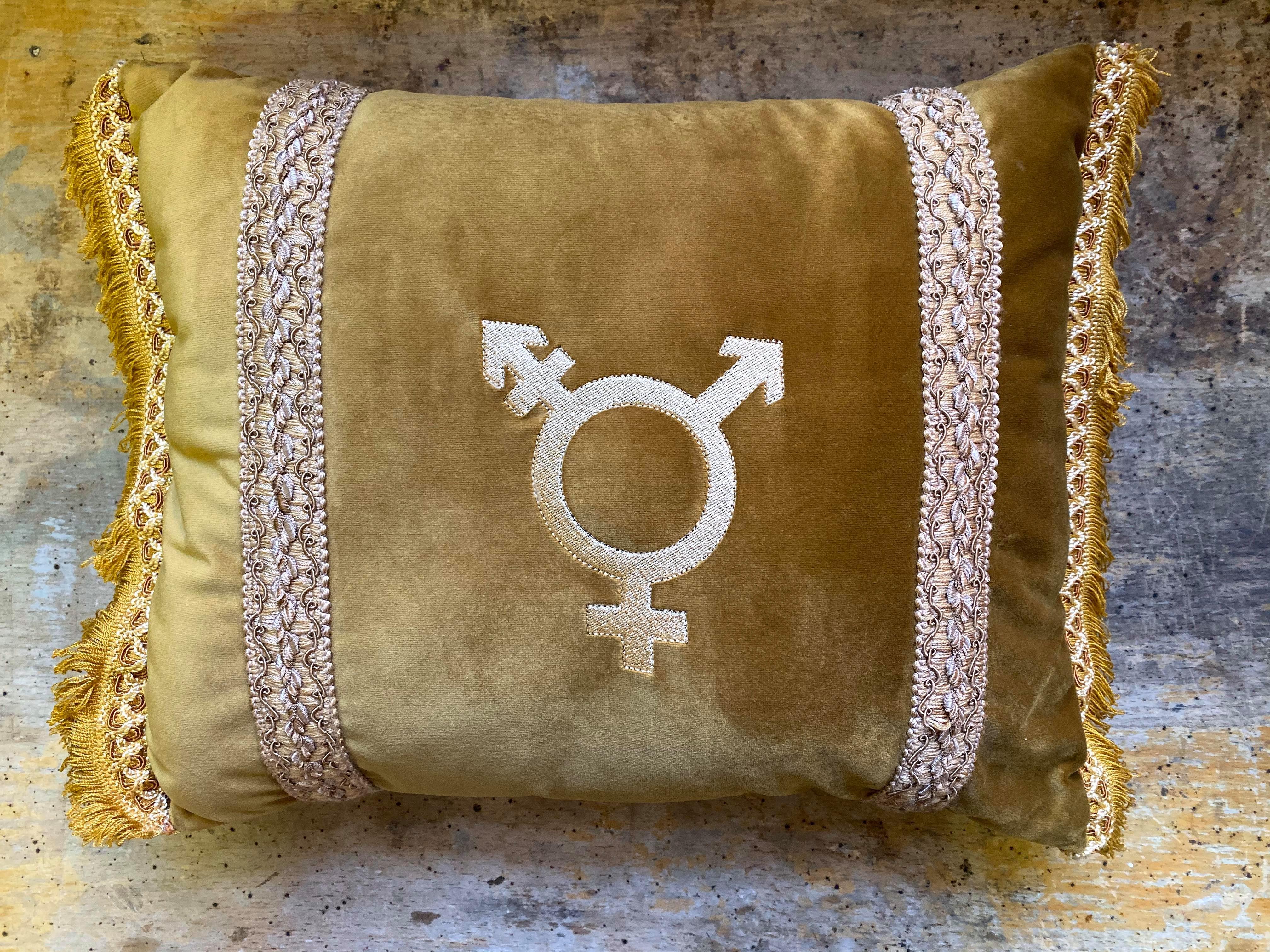 Queer feminist Kudde by DesignFem