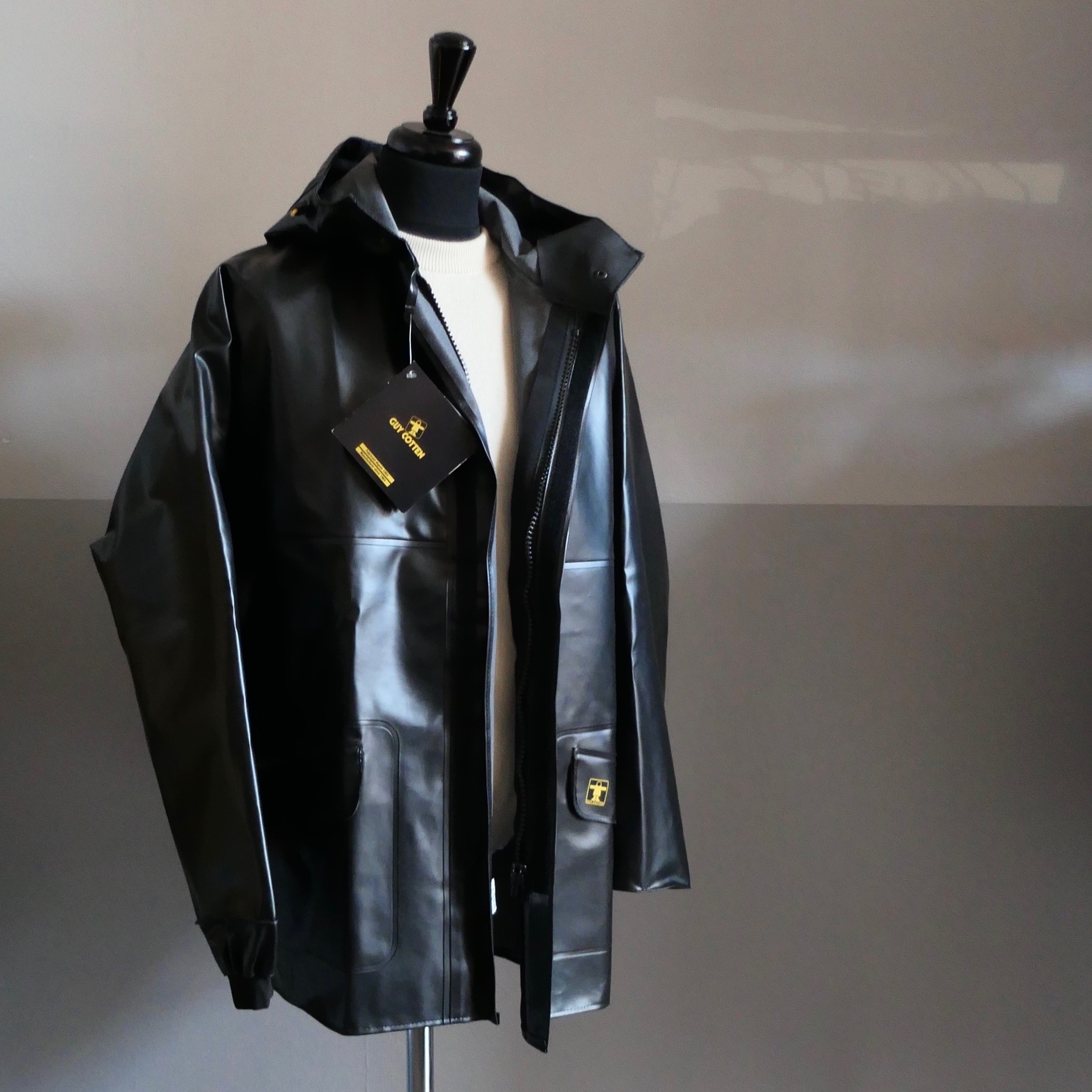 "Heavy-duty raincoat ""Rosbras"" Black"
