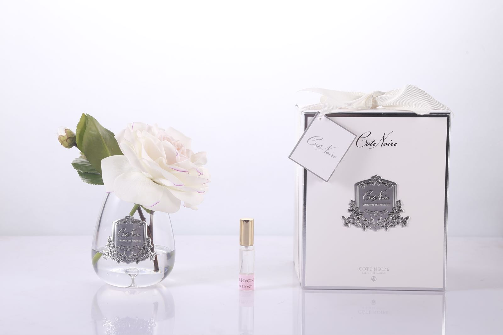 Cote noire fragranced blush pink tea rose with fragrance and gift box