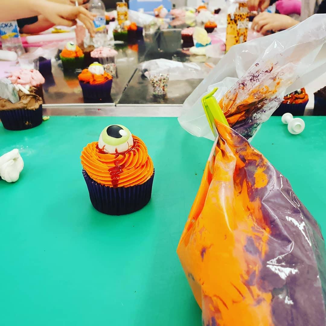 2021-10-30 Halloween Cupcakes
