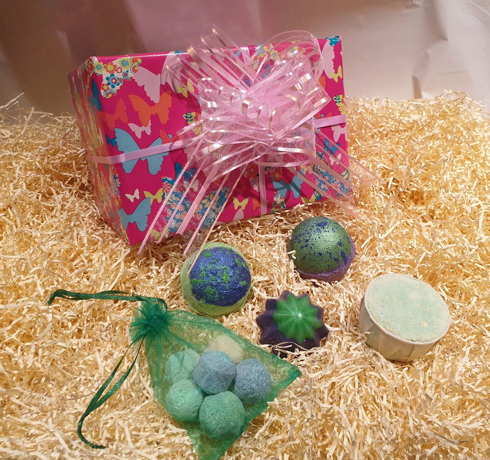 Butterfly Perfumed Inspired gift set, Handmade natural bath bombs and soaps