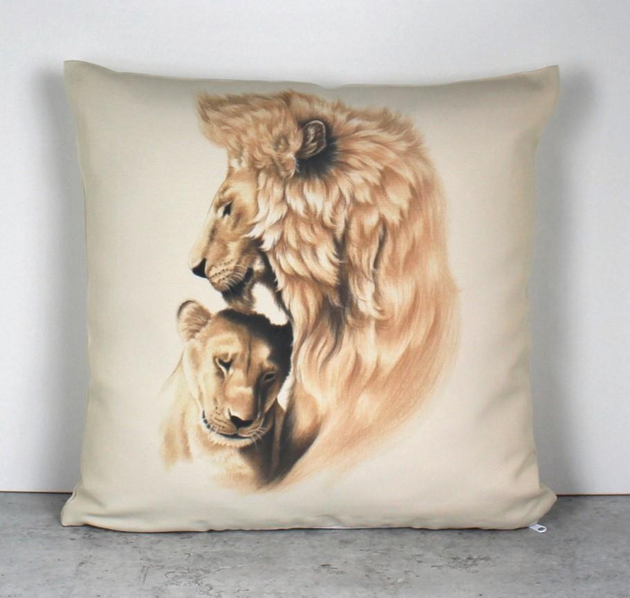 Leijonapari -Sisustustyyny