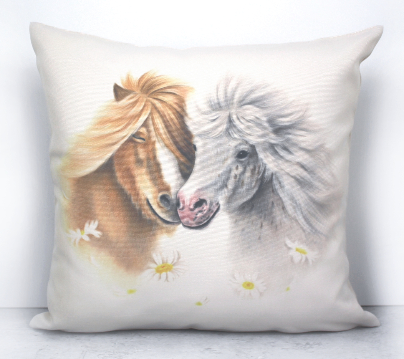 Ponipari ja Kukat -Sisustustyyny (Hevonen)