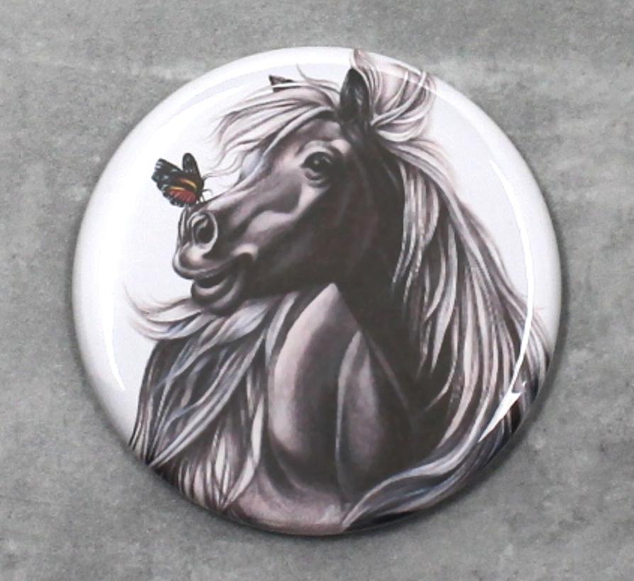 Hevonen ja Perhonen -Nappi
