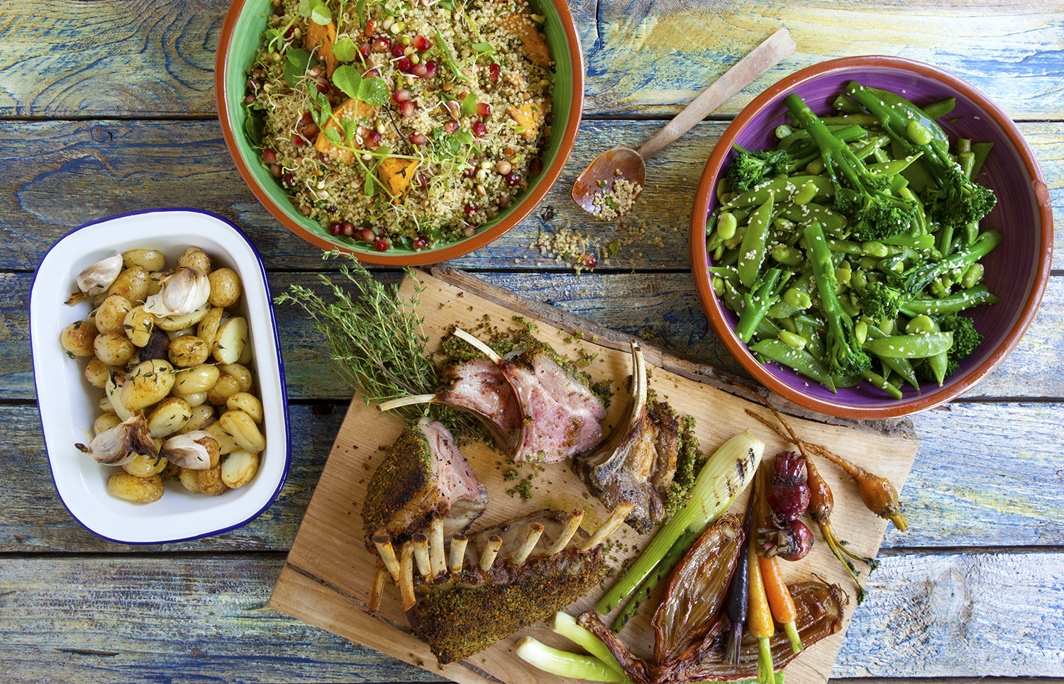 Rack of lamb noisette with a crusty bread crumble, garlic & rosemary, served with a shallots rosemary jus (served 4 guests)