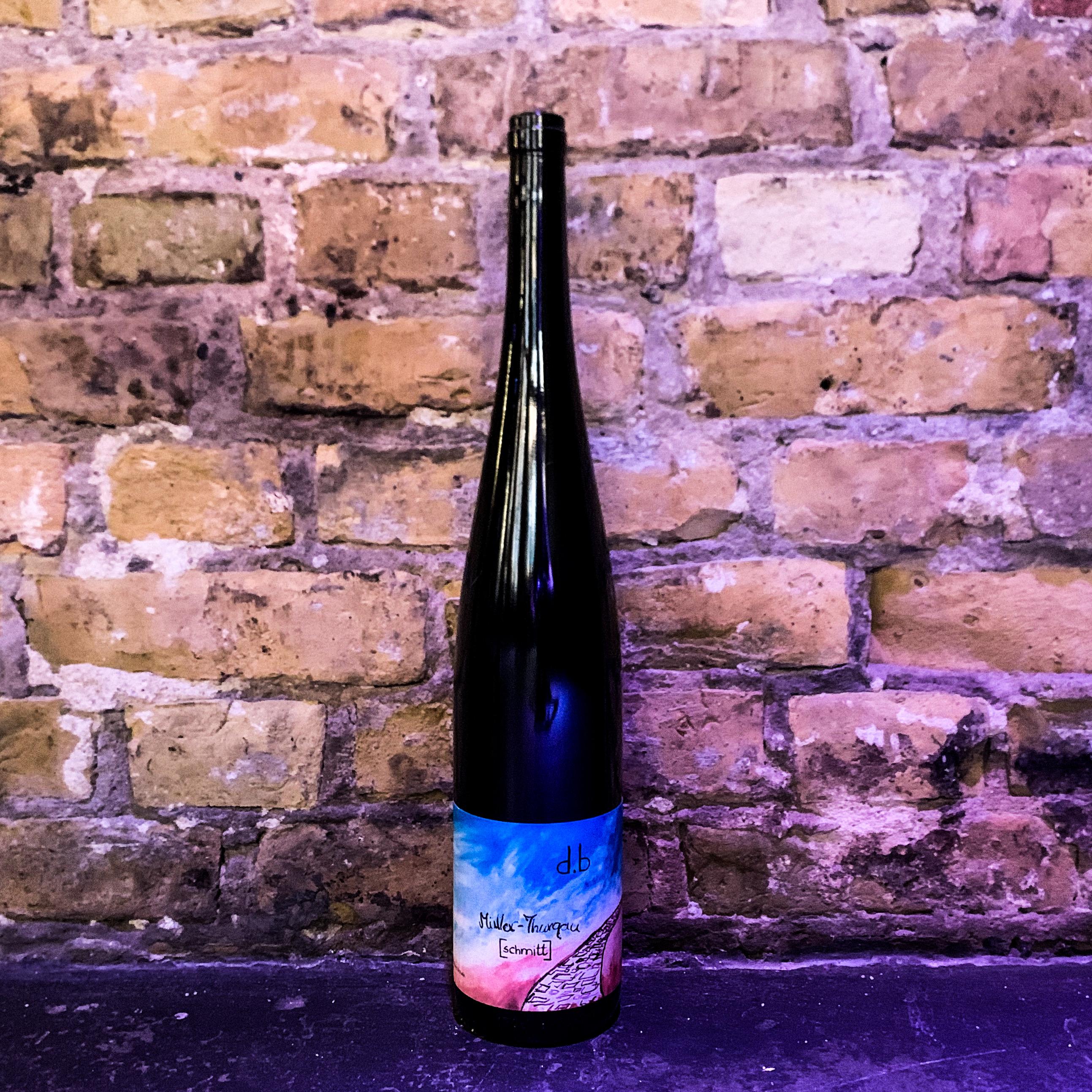 0,1 Glas aus der Müller Thurgau MAGNUM Flasche