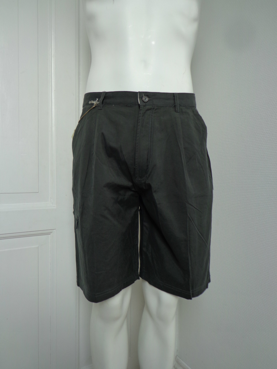 Jack Ashore shorts med 5 lommer, de 3 med lynlås.