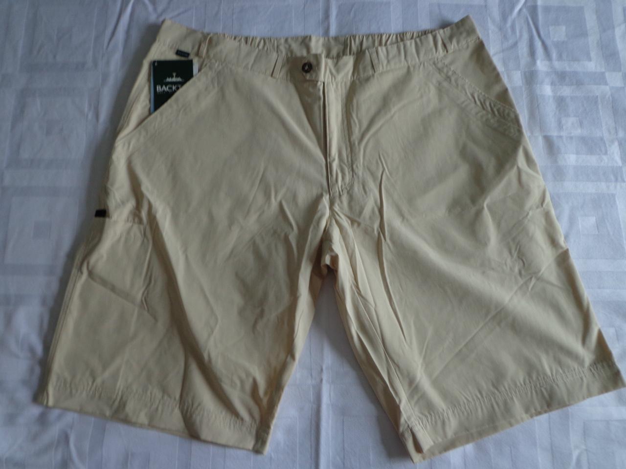 BackTee shorts i sand