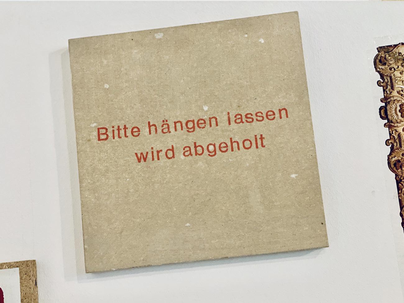 ART AND LESS, Hängen lass
