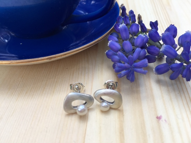 Small earrings with pearl - KGD for Hillestad 7S