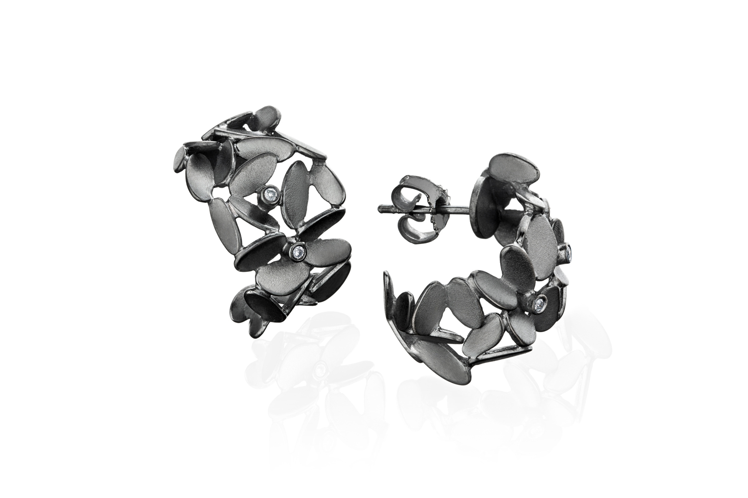 #1121 Glimmer Lyng creoles with diamonds