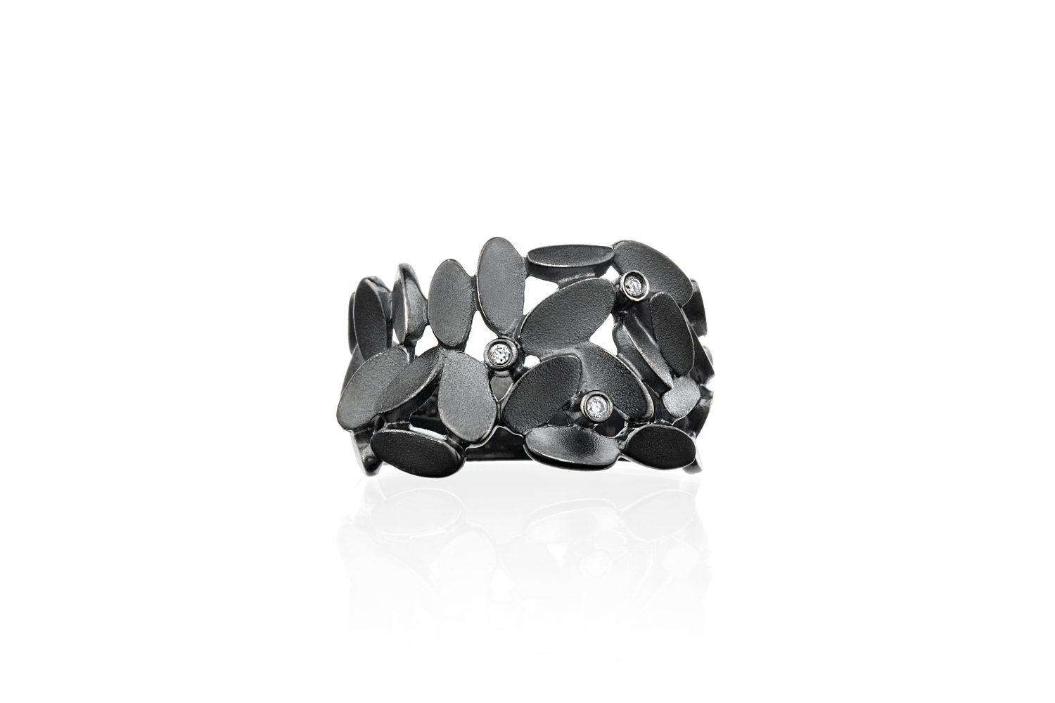 #1119 Glimmer Lyng ring with diamonds