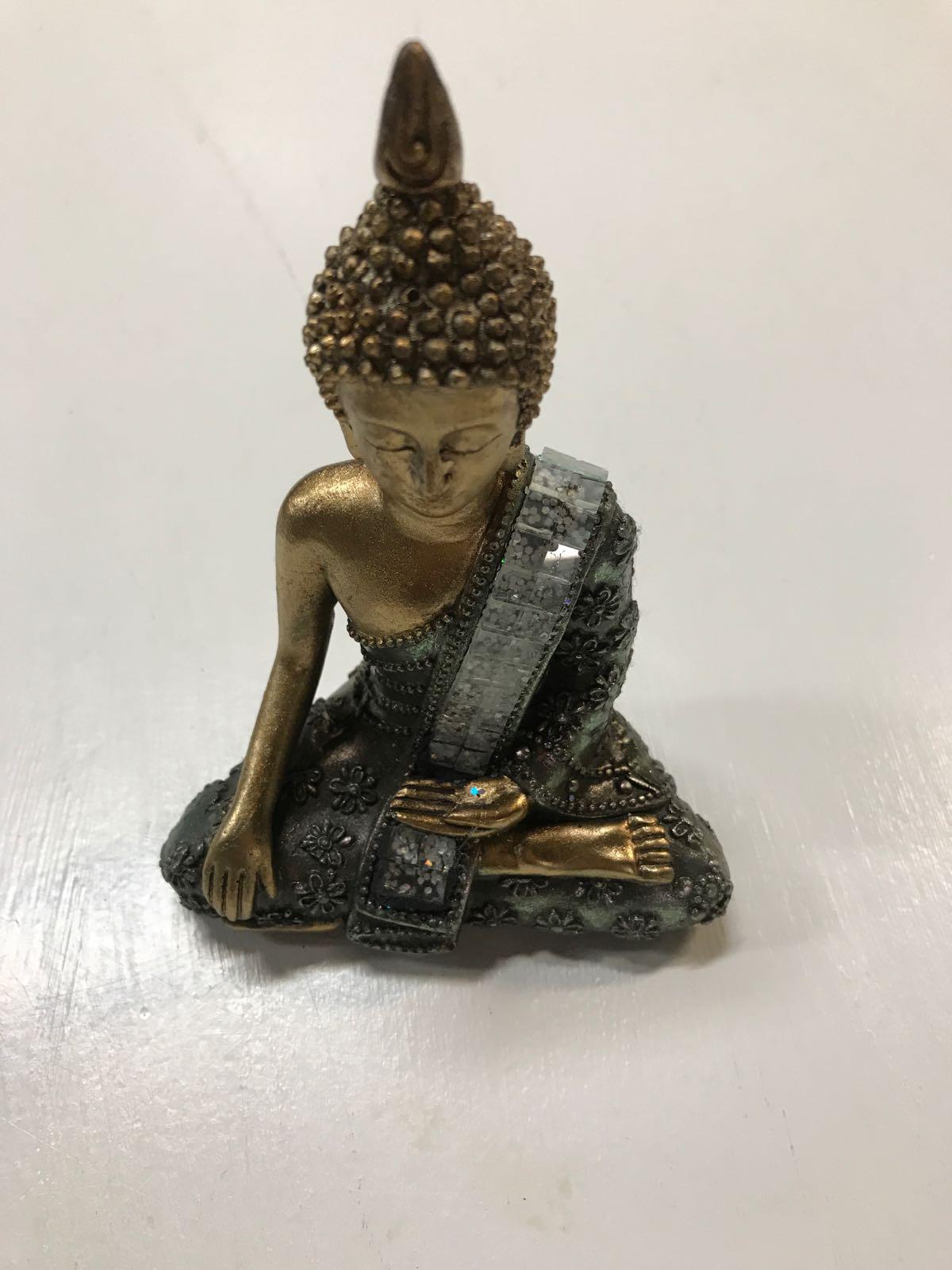 Budda sittande guld