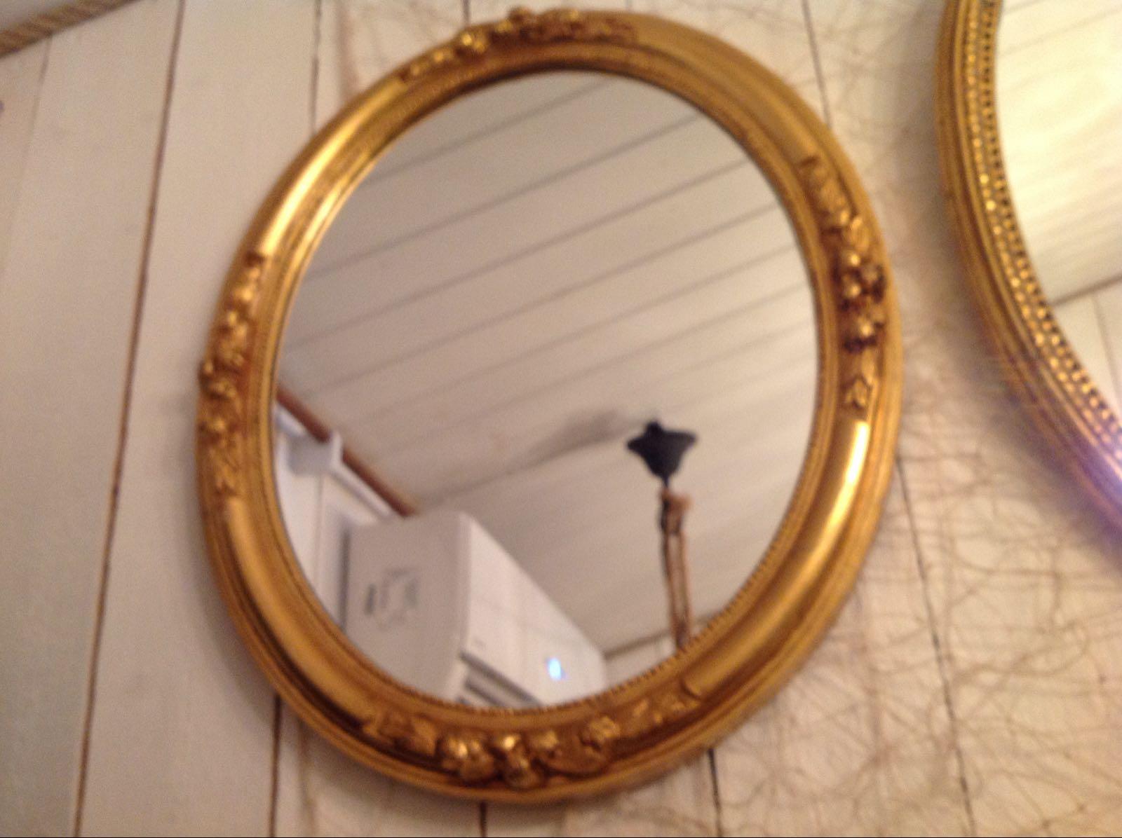 """Spegel med rosor på 4 sidor oval på höjd (second hand, vintage, retro) - OBS! Skickas ej - Se vidare """"Hämtas i butik"""" i huvudmenyn"""