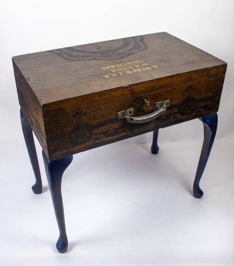 The Geordie Kaans - Decorative wooden lockable table
