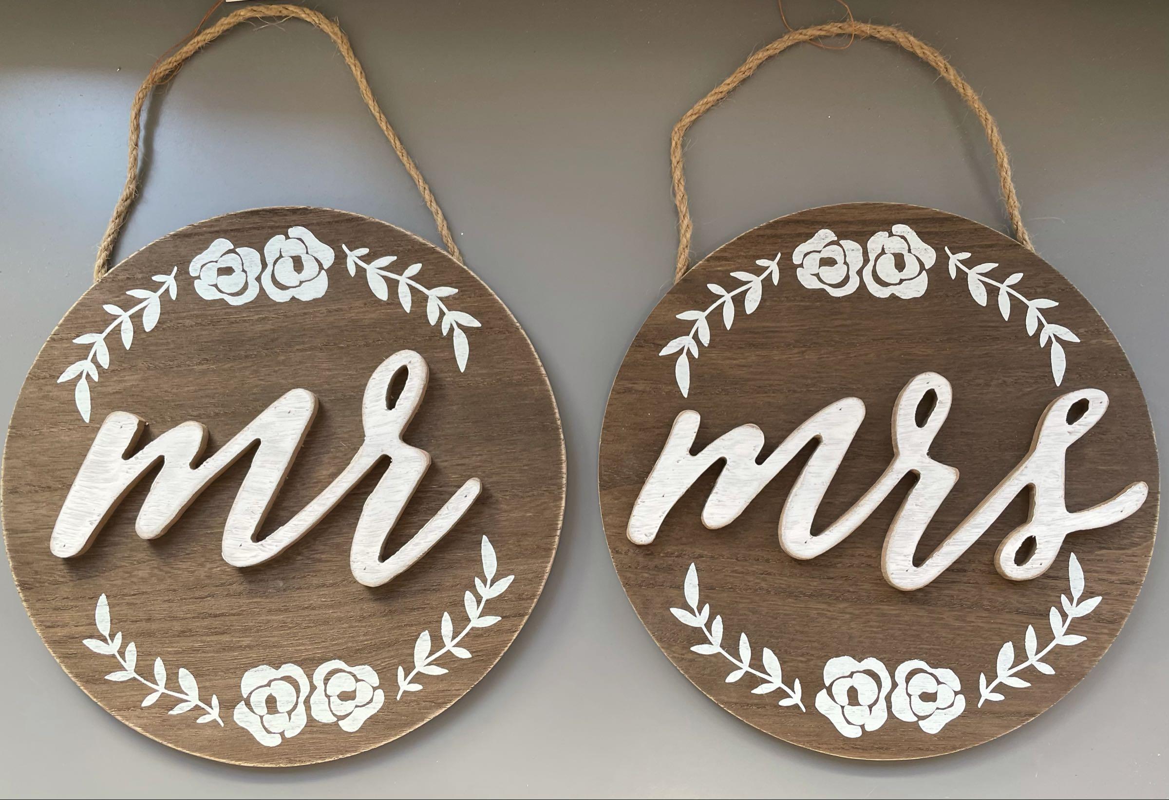 Large  Mr & Mrs Circular Hanging Plaques