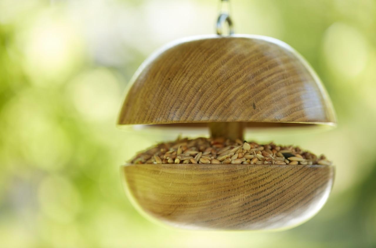 oak bird feeder