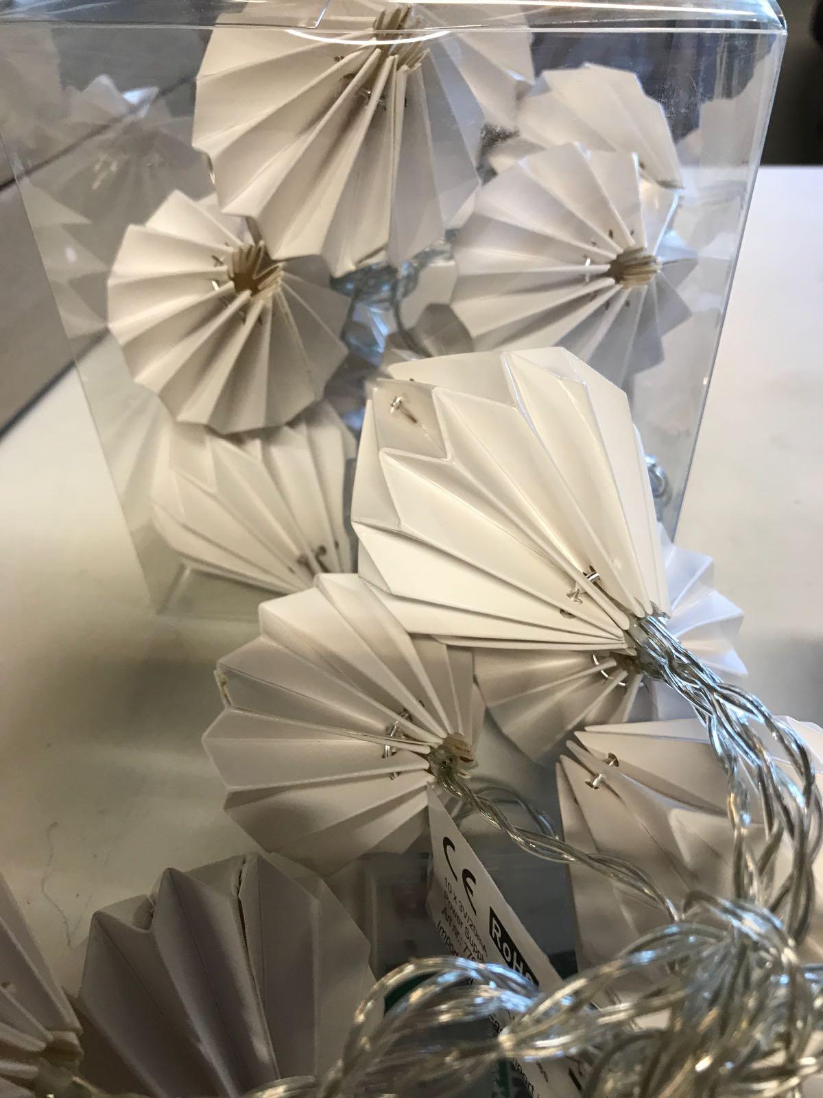Ljusslinga med vita pappersbollar (batteri)