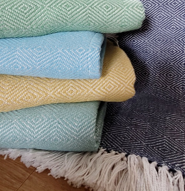 Throws. Diamond weave. 100% recycled plastic bottles