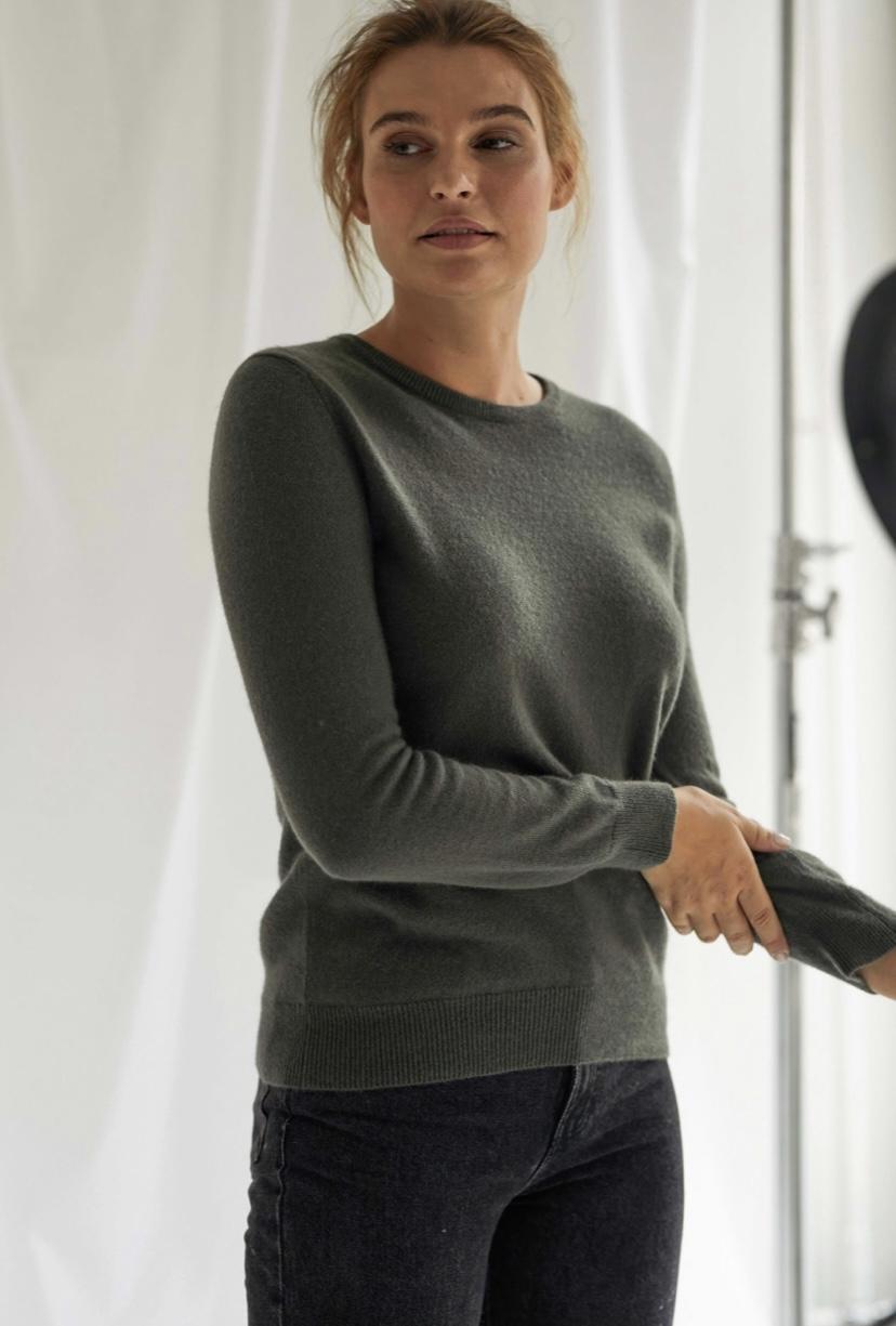 Basic O-neck Sweater - Davida
