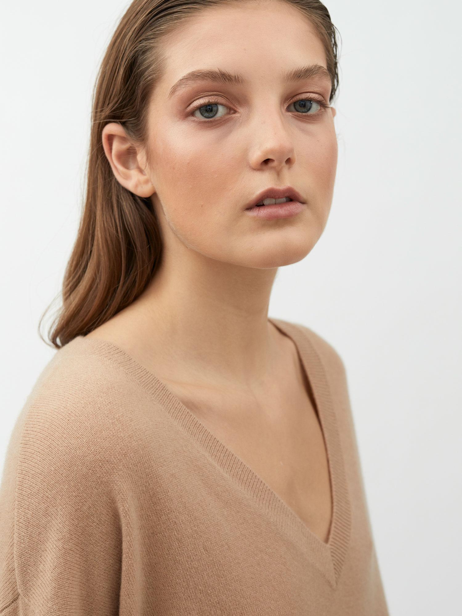 June V-neck - Lisa Yang