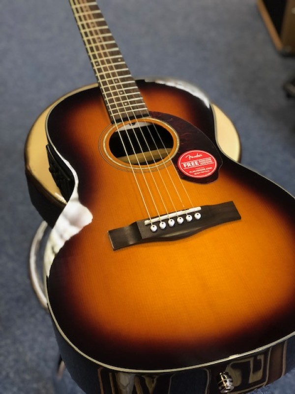 Fender CP 140SE Sunburst with case