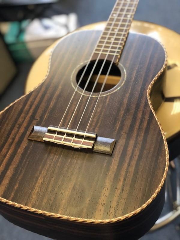 Freshman ebony baritone ukulele in ebony