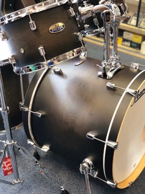PEARL DECADE MAPLE DRUM-KIT IN SATIN BLACK BURST