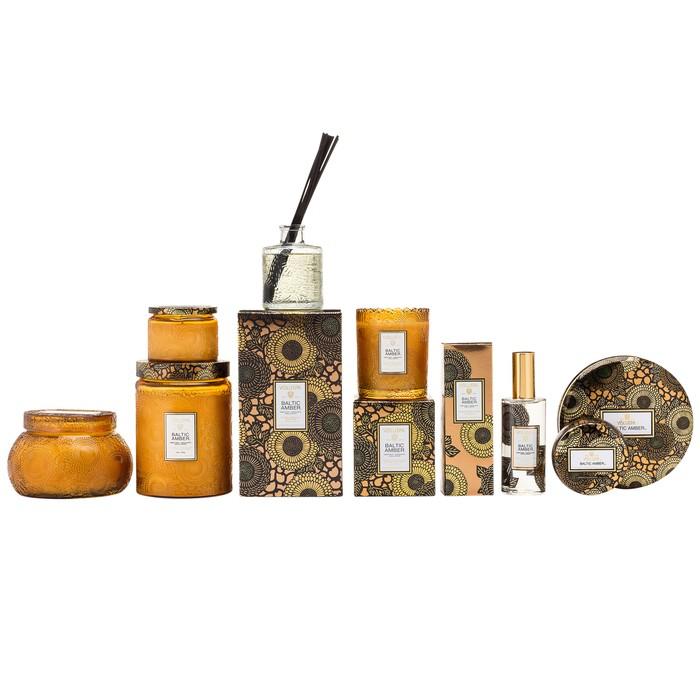 BALTIC AMBER PETITE EMBOSSED GLASS JAR CANDLEh